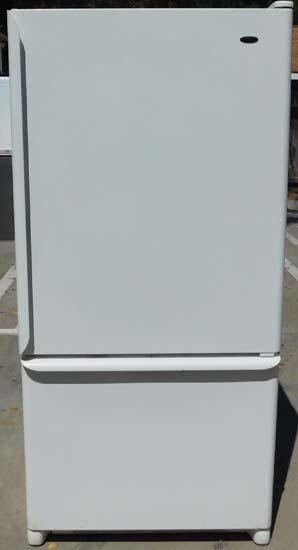 22 Cu Ft Amana Refrigerator With Bottom Freezer B 52